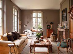 Elegante  Disfrutar de un salón estiloso no es tan difícil como parece. A la decoradora Greet Lefèvre le han bastado jugar con dos colores: ...