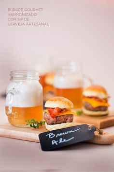 Buffet orgânico para casamento - mini hamburguer harmonizado com cerveja - ( Buffet: Zest Cozinha Criativa | Foto: Rogério Voltan )