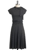 why does Modcloth TEASE me so! OUT OF STOCK?! i put my name on the wait list. hopefully it will come in. I love this blakc and white polka dot dance dress.