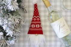 Diy And Crafts, Christmas Crafts, Christmas Decorations, Table Decorations, Pencil Crafts, Glue Gun Crafts, Scandinavian Gnomes, Christmas Gnome, Triangle Shape