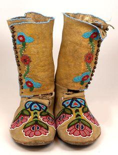 900's Native American CREE Beaded America Moccasins