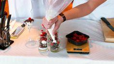 Prøv dere på en forførende enkel dessert som er godt for både øyet og smaksløkene. Se oppskrift under! _______________________________________ Ingredienser: ...