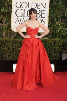 Zooey Deschanel: right when we think we couldn't love you any more (cc: HelloGiggles.com) you show up to the Golden Globes wearing something like this, by Oscar de la Renta... the kind of dress every teen would absolutely LURVE to wear! (And with your hair pulled back in a chic pony, no less!)