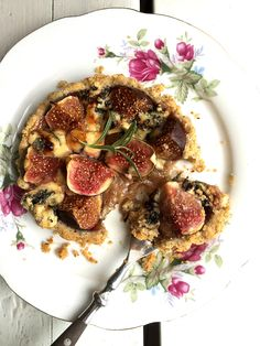 Fiken- og blåmuggostterte med nøttebunn / Fig and blue cheese tart with hazelnut crust #hasselnoett #easy #appetizer #vegetarian