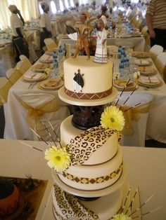 60 Beautiful African Wedding Cake You Will Love for Your Inspirations – Gâteau Mariage African Wedding Cakes, African Wedding Theme, African Wedding Dress, African Weddings, African Theme, Zulu Traditional Wedding, Traditional Cakes, Modern Traditional, Zulu Wedding