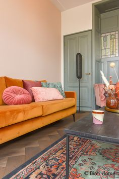 Trendkleuren 2020 voor in huis - Stek Woon & Lifestyle Magazine - Lilly is Love Summer Deco, Home Living Room, Living Room Decor, Living Spaces, Colorful Apartment, Plywood Furniture, Living Room Inspiration, Home Office Decor, Home Interior Design