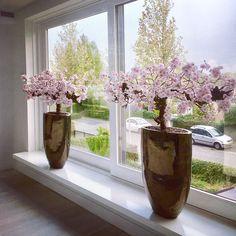 Beautiful Flower Arrangements, Floral Arrangements, Beautiful Flowers, New Years Decorations, Flower Decorations, Window Ledge Decor, Townhouse Garden, Cherry Flower, Branch Decor