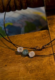 Triple color necklace! Materials: paper,water based gloss varnish #upcycling #paper #crafts Simple Colors, Alex And Ani Charms, Cricket, Jewelry Making, Paper Crafts, Charmed, Bracelets, Water, Red