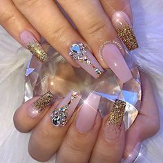 I need my nails to sparkle like this.....