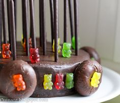 Cuinant: Tarta de Chocolate con Mikados y Gominolas