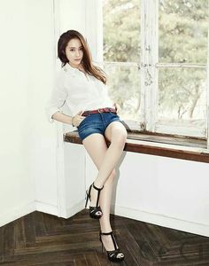 our pretty Krystal Jung/f(x) Jessica & Krystal, Krystal Jung, Jessica Jung, Asian Woman, Asian Girl, Sulli, Fashion Line, Fashion Photo, Love Her Style