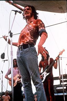 Joe Cocker performs at the 1969 Woodstock Festival.with a little help from his blokes 1969 Woodstock, Festival Woodstock, The Who Woodstock, Woodstock Hippies, Woodstock Music, Woodstock Photos, Joan Baez Woodstock, Woodstock Concert, Joe Cocker