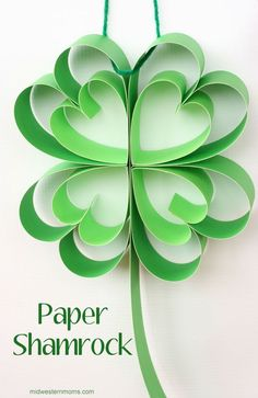This Shamrock is easy to make. All you need is scrapbook paper glue and a paper cutter. Great decoration for St. March Crafts, St Patrick's Day Crafts, Daycare Crafts, Spring Crafts, Holiday Crafts, St Patricks Day Crafts For Kids, St Patrick Day Activities, Decoration Vitrine, Origami