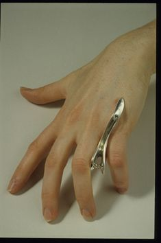 I have this piece by FILMER Naomi, Finger between pinch piece. Fabulous and surprisingly comfortable
