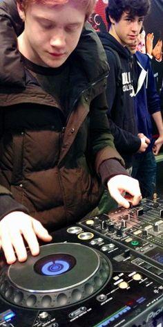 @ L'école des DJ et du SON #DJ #mix #djnetwork #mixing #ecoledj #discjockey #pioneer #deejay #musique #music #electronic #clubbing #edm #cdj #djm #djing #djs #mix #remix #djschool #formationdj