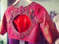 No photo description available. Pattu Saree Blouse Designs, Fancy Blouse Designs, Bridal Blouse Designs, Blouse Neck Designs, Blouse Patterns, Traditional Blouse Designs, Stylish Blouse Design, Kurti Designs Party Wear, Meraki