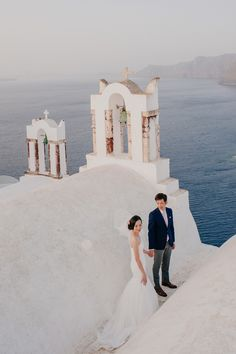 Tying the Knot in Santorini: Isaac and Wee Lee
