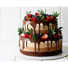 ゆゆ☺︎さんはInstagramを利用しています:「. コテコテなチョコケーキを検索するの巻。。 . チョコケーキこういうのどう?かわいい! …普通の白のやつがいいなぁ とのことでした♀️ちゃんちゃん。 . #ウエディングケーキ #チョコレートケーキ #プレ花嫁 #ちーむ0519 #2018春婚」