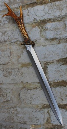 Dague saint hubert  , lame de 30 cm forgée en Xc 75 avec trempe selective , manche en cheveuil     Saint hubert dagger, blade of 11.9 inch  forged in Xc 75 with selective tempering, handle in cheveuil