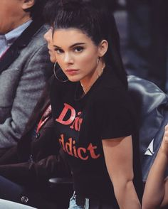 Kendall Jenner Is Already Endorsing Our Pick for Biggest Accessory Trend Kendall Jenner wearing gold hoop earrings, a choker, and Dior Addict T-shirt with jeans Estilo Jenner, Estilo Kardashian, Kardashian Jenner, Kourtney Kardashian, Kendall Jenner Outfits, Kendall Y Kylie Jenner, Dior Addict, Looks Style, Trends