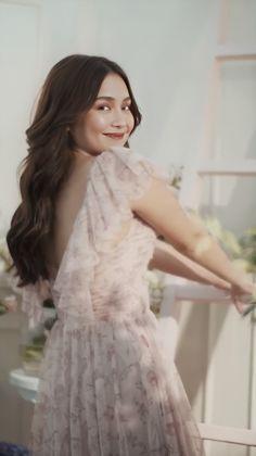 Kathryn Bernardo Photoshoot, Kathryn Bernardo Outfits, Wattpad Book Covers, Daniel Padilla, Dress Outfits, Flower Girl Dresses, Long Hair Styles, Celebrities, Wedding Dresses