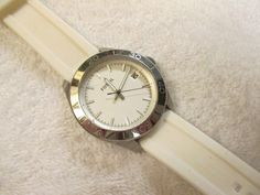 CLEARANCE SALE!!  Fossil Ladies Watch White Band Silver Tone Face Runs Great!!!