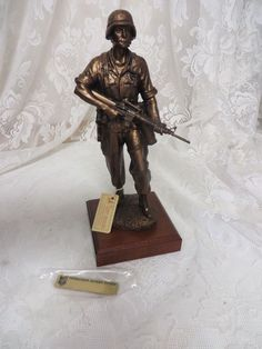 DESERT LIBERATOR Sculptor David LaRocca 1670 Operation Desert Storm Statue MINT