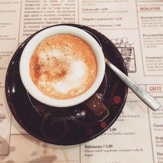 #buongiorno col #caffè ...  ! Incredibile ma vero questo è il mio caffè di sabato sera... macchiato e con tre bustine di zucchero perché... non mi piace il caffè  lo confesso!!! Io che non prendo maaaaai caffè ... ho dovuto prenderlo perché mi sentivo troppo debole e senza forze so' arrivata alla frutta in questi giorni!  Vorrei dire adesso relax... ma ho altre scadenze nei prossimi giorni e tutti i bagagli da sistemare... però si.... adesso relax e piano piano ricomincio. Stamattina non mi…