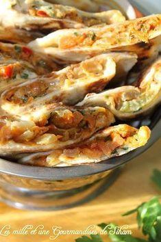 Crêpes Turques pour la pâte: 540gr de farine 350gr de lait battu 1 cuillère à café et demi de sel 1 cuillére à café et demi de levure sèche du boulanger Pour la farce: De la viande hachée 2 carottes râpées 1 gros oignon 1 courgette râpée 1 poivron 1 cuillère à soupe de tomate concentré (moi j'ai mis 50 gr de purée de tomates) Des tranches de fromages (style cheddar) Sel , poivre , gingembre , basilic sèché et pour moi un peu de cumin