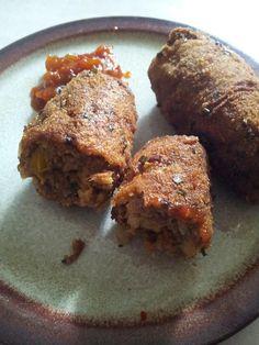 Heerlijke Javaanse gehaktstaafjes.... Dutch Recipes, Asian Recipes, Snack Recipes, Cooking Recipes, Healthy Recipes, Tapas, Vegan Junk Food, Vegan Sushi, Vegan Kitchen
