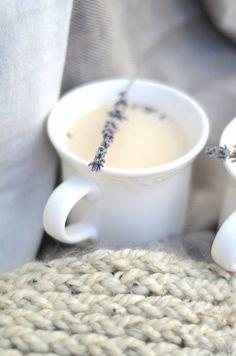 London Fog Tea Latte with Lavender London Fog Tea Latte mit Lavendel - Anna Elizabeth Iced Tea Recipes, Sweet Recipes, New Recipes, London Fog Recipe, London Fog Tea Latte, Yummy Drinks, Yummy Food, Delicious Recipes, Decaf Coffee