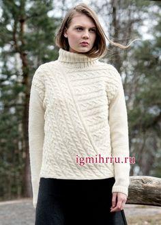Белый шерстяной свитер с косами, связанными в разных направлениях, от финских дизайнеров. Вязание спицами