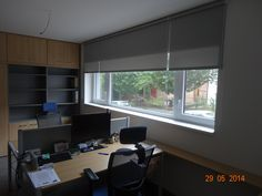 Rolety v kanceláři Corner Desk, Conference Room, Table, Furniture, Home Decor, Corner Table, Decoration Home, Room Decor, Tables