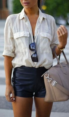 date casual outfit Chic Outfits, Summer Outfits, Fashion Outfits, Look Fashion, Urban Fashion, Next Clothes, Clothes For Women, Leather Shorts, Street Style Women