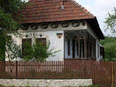 A R T: Casa in apropiere de Ramnicu Valcea Architecture Old, Romania, Windows, Doors, House Styles, City, Outdoor Decor, Home Decor, Houses