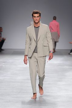 men's suits near me Laura Lee, Business Fashion, Male Fashion Trends, Mens Fashion, Summer Suits, Male Feet, Lakme Fashion Week, Mens Suits, Ideias Fashion