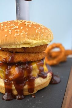Cowboy Burger These zesty burgers are seasoned with spicy shredded cheese and our signature Cowboy Steak Rub, then slathered with tangy BBQ sauce and grilled to perfection, topped with more cheese and piled high with bacon and onion rings. Barbecue Recipes, Burger Recipes, Grilling Recipes, Beef Recipes, Bbq, Wrap Recipes, Dinner Recipes, Cowboy Burger, Gastronomia