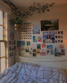 Indie Room Decor, Cute Bedroom Decor, Room Design Bedroom, Aesthetic Room Decor, Room Ideas Bedroom, Bedroom Inspo, Bedroom Wall Ideas For Teens, Bedroom Decor Teen, Aesthetic Bedrooms