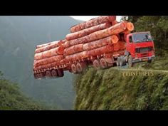 World Dangerous Fastest Skill Large Wood Logging Trucks Tree Heavy Equipment Truck Driving Operator Dangerous Roads, Scary Places, Heavy Machinery, Heavy Equipment, Big Trucks, Funny Moments, Amazing Photography, Cool Pictures, Strange Pictures