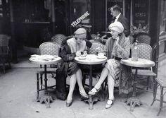 Coffee Table Books: Paris in the with Kiki de Montparnasse Photo Vintage Paris, Paris 1920s, Mode Vintage, Paris Pictures, Vintage Pictures, Hang Pictures, Kiss & Tell, Anita Berber, Kiki De Montparnasse