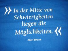 In der Mitte von Schwierigkeiten liegen die Möglichkeiten. Albert Einstein