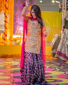 Bridal Inspiration From Real Pakistani Brides To Make Eid Extra Special! Pakistani Mehndi Dress, Pakistani Wedding Outfits, Pakistani Wedding Dresses, Pakistani Dress Design, Shadi Dresses, Indian Dresses, Walima Dress, Gharara Designs, Mehendi Outfits