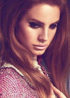 I love the 70s Bohemian feel to Lana Del  Reys makeup.