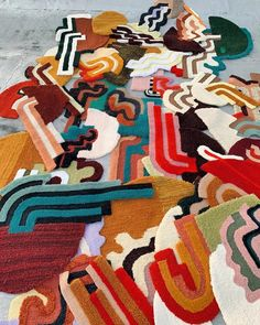 Five designers to brighten your Insta-feed | Financial Times Funky Rugs, Cool Rugs, Art Furniture, Décor Boho, Teen Room Decor, Textiles, Rug Hooking, E Design, Textile Art