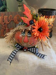 Halloween Gourds, Fall Halloween, Halloween Party, Halloween Window, Halloween Stuff, Vintage Halloween, Halloween Crafts, Halloween Ideas, Pumkin Decoration