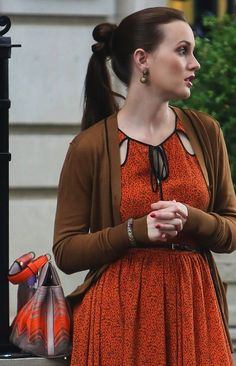 6x05 Jason Wu dress.  Giada cardigan.  Bulgari bag. She looks super nice in this picture. Lovely fall dress, cool hair, awesome bag.