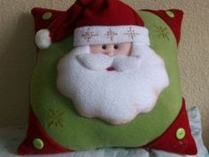 Discover recipes, home ideas, style inspiration and other ideas to try. Christmas Clay, Christmas Baubles, Christmas Projects, Christmas Humor, Handmade Christmas, Christmas Stockings, Crochet Christmas Decorations, Christmas Cushions, Christmas Pillow