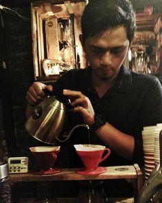 Belajar terus -Terus belajar #v60 #manualbrewing #baristaberastagi #bijihitam #baristadaily #berastagi #coffee #hario #bonavita http://ift.tt/20b7VYo