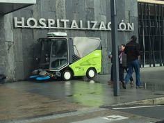 Barredora viales Tennant 636 en el hospital HUCA Oviedo. Limpieza de exteriores.