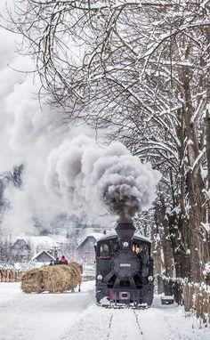 Bucovina Romania Snow Effect, Railroad Pictures, Winter's Tale, Winter Scenery, Steam Engine, Steam Locomotive, Train Tracks, Winter Landscape, Stunning View